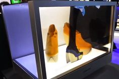 SAMSUNG'S TRANSPARENT  SCREEN IS THE RETAIL WINDOW  OF THE FUTURE [CES]