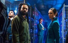 """Am 25. Januar geht der ewige Zug wieder auf Reisen: Dann startet die zweite Staffel von """"Snowpiercer"""" endlich auf TNT, das hierzulande ab dem 26. Januar bei Netflix läuft. Doch schon vor dem Start meldete"""