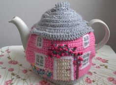 Ravelry: Crochet Cottage Tea Cosy pattern by linda Mary Crochet Cozy, Cute Crochet, Crochet Crafts, Crochet Geek, Crochet Projects, Ravelry Crochet, Form Crochet, Crochet Fairy, Hand Crochet