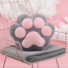 Sewing Weighted Blanket Cat paw pillow with blanket Cute Blankets, Cat Pillow, Sewing Pillows, Baby Pillows, How To Make Pillows, Weighted Blanket, Cat Paws, Love Sewing, Easy Sewing Projects