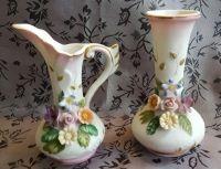 2 melk Porseleinen vaasjes met roosjes ±1960