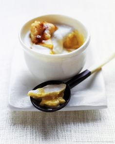 Recette de crème à la noix de coco et à la mangue.