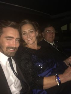 """""""Leicester square. I'm bringing mom and dad to the premiere tonight ... Show them some love? X @TheHobbitMovie"""""""