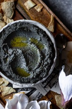 This black sesame tahini and black sesame hummus recipes are a cool take on classic recipes. The perfect appetizer for a dinner party. Halloween Snacks, Halloween Dinner, Tahini Recipe, Hummus Recipe, Sweet Potato Dishes, Savoury Dishes, Black Sesame Paste, Sesame Recipes, Sauce Pesto