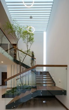 Modern Staircase Design Ideas - Stairs are so usual that you do not give them a reservation. Take a look at best 10 examples of modern staircase that are as stunning as they are . Home Stairs Design, Modern House Design, Home Interior Design, Staircase Design Modern, Interior Garden, Small House Design, Staircase Contemporary, Glass House Design, Stair Design