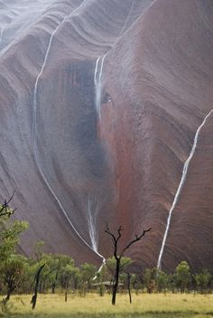 Uluru Waterfalls * Vodopády na hore Uluru - Austrália. Places Around The World, Oh The Places You'll Go, Places To Travel, Places To Visit, Around The Worlds, Beautiful World, Beautiful Places, Beautiful Waterfalls, Guam