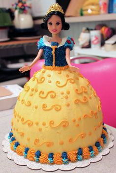 Snow White cake--will try to make this for my daughter's b-day this weekend...yikes