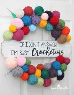 Yarn Ball Wreath – Repeat Crafter Me - Wooden Crates Bookshelf Crochet Christmas Wreath, Crochet Wreath, Christmas Mesh Wreaths, Deco Mesh Wreaths, Crochet Crafts, Yarn Crafts, Yarn Wreaths, Winter Wreaths, Floral Wreaths