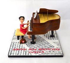grand piano cake  Cake by SuzieB