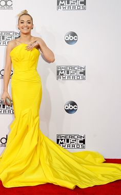 Rita Ora makes a bold and bright statement at the American Music Awards 2014