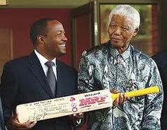 SOUTH AFRICA - SEPTEMBER Nelson Mandela shows his amazement at the presentation of an inscribed cricket bat by West Indian cricket legend Brian Lara. Cricket Logo, Cricket Bat, Nelson Mandela Family, Soca Music, Port Of Spain, Sports Personality, West Indian, Top Photo, Black Is Beautiful