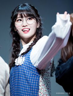 It's at times like this when I know that Mina and Dahyun can bias Wreck me as much as they want but they will never come close to surpassing my Queen Momo. What a beauty! Nayeon, Kpop Girl Groups, Korean Girl Groups, Kpop Girls, K Pop, Twice Momo Wallpaper, Rapper, Twice Album, Sana Momo