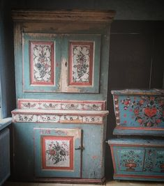 ️Antique Swedish Bed-cabinet and dower chests.