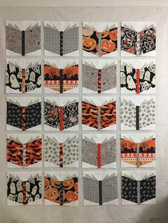 Inspire Me Grey: Spooky Book Nerd Quilt - Best Book Recommendations 2019 Halloween Quilts, Halloween Quilt Patterns, Halloween Fabric Crafts, Halloween Sewing Projects, Cute Quilts, Scrappy Quilts, Mini Quilts, I Spy Quilt, Book Quilt