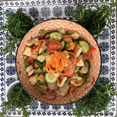 Salad with Turkish bread croutons fried in coconut oil. Pasta Salad, Cobb Salad, Baking Recipes, Coconut Oil, Fries, Vegetarian Recipes, Bread, Meals, Cooking