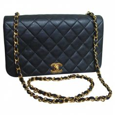 CHANEL BLACK LEATHER SHOULDER BAG