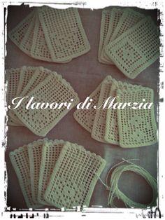 Filo di cotone e disegni geometrici per i sacchetti a filet
