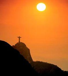 Aos pés do Cristo Redentor, turistas revivem a boêmia de outros carnavais. Foto: Getty Images