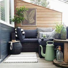 Uma pequena varanda... Um lugar para relaxar! Bom dia  . . . . Cred: @_finntage #casadosfundos #varanda #gardendecor #gardenlife #garden #indoorgarden #decor #decoracao #wood #plants #apto #interior #interiordecor #interiordesign #interiores #instadecor #instadesign #instahome #homesweethome #home #casa #homedesign #homedecor #homeliving #designdeinteriores #lovedecor #roomdesign #interiors