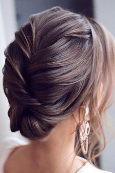 Elegant Updo #hairupdo #eleganthairstyles ★ Explore trendy, easy, and cute homecoming hairstyles for medium length and for long hair. Updos, half up half down and all down hairstyles are in. #glaminati #lifestyle #homecominghairstyles #longhairstyles