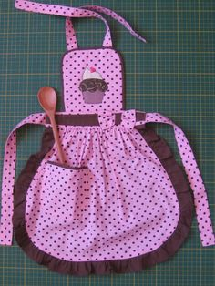 New sewing aprons vintage retro Ideas Toddler Apron, Kids Apron, Sewing Hacks, Sewing Crafts, Sewing Projects, Childrens Aprons, Cute Aprons, Sewing Aprons, Apron Designs