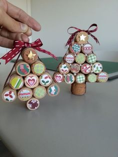 Easy Wine Cork Snowflake Ornaments - Made with HAPPYCork Ornaments. Crafts with corks. Christmas Crafts for kids.These 11 Christmas Wine Cork Crafts Are DIYs You Don't Wanna Miss! 50 Diy Christmas Ornaments, Cork Christmas Trees, Wine Cork Ornaments, Handmade Christmas, Holiday Crafts, Christmas Decorations, Christmas Music, Christmas Games, Wine Cork Art
