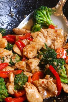 May 2020 - Closeup of Hunan chicken in a wok before serving showing juicy slices of chicken with broccoli, carrots and red bell pepper in a spicy hunan sauce Great Chicken Recipes, Fish Recipes, Asian Recipes, Healthy Chicken, Chicken Broccoli, Chicken And Vegetables, Spicy Broccoli, Easy Family Meals, Quick Easy Meals