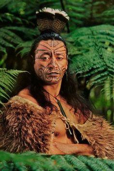 Maori man in kiwi cloak with facial tatooes, Rotorua, New Zealand Maori Tattoos, Maori Face Tattoo, Tattoos Bein, Maori Tattoo Meanings, Maori Tattoo Designs, Tattoo Designs For Women, Small Quote Tattoos, Small Tattoos With Meaning, Cute Small Tattoos