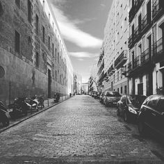 """Follow y comparte tus fotos del barrio con nosotros utilizando el #ruzafagente  @jack.percoca """"Yes I know my way..."""" Conde Duque 14... Stay tuned! #condeduque #condeduquegente #malasaña #madrid #madriz #madridmola #jackpercoca #pinodaniele #napoli #cocktails #italianamerican #pizza #bemorejack #streetphoto #blackandwhite #cityscapes by condeduquegente"""