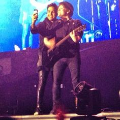 Pete taking a selfie with Patrick in the middle of the song~ 17/03/2014 Manchester