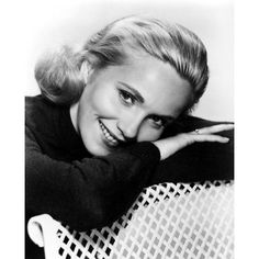 Born in 1924 in Newark, New Jersey, American actress and producer Eva Marie Saint attended Bethlehem Central High School in Delmar, New York. Hollywood Icons, Hollywood Stars, Hollywood Actresses, Classic Hollywood, Old Hollywood, Actors & Actresses, Eva Marie Saint, 1950s Movie Stars, Classic Movie Stars