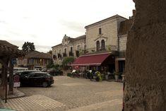 Villereal: Bastide dorp bij de Lot ** | Dorpen in Frankrijk Aquitaine, Medieval Market, Street View, Mansions, House Styles, Manor Houses, Villas, Mansion, Palaces