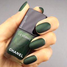 Matte Nail Polish Brands To Consider This Season - Émeraude ❤️ Matte nail polish is certainly not a recent invention but it remains on the top of - Matte Nail Polish, Nail Polish Brands, Nail Polish Colors, Matte Green Nails, Gel Polish, Trendy Nail Art, Cool Nail Art, Professional Nails, Cute Nail Designs