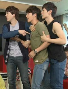 """""""Hyung! They're at it again! """"We're not!"""" XD Eunhyuk and Donghae"""