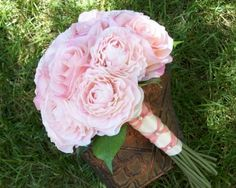 Buchet de mireasa, din trandafiri roz, delicati.