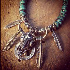 #Buffalo #turquoise #バッフェロースカル #フェザーネックレス #レディース #フェザーペンダントメンズ #feather #buff #jewelry #ジュエリー #silver #accessory #eagle #シルバーアクセ #フェザーアクセサリー #コーデ #フェザー人気