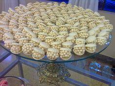 Pacotão sugestões e receitas de doces finos - parte 01   Creative Clean Recipes, Sweet Recipes, Chocolates, Traditional Cakes, Wedding Candy, Arabic Food, Savoury Dishes, Mini Cakes, Chocolate Cookies