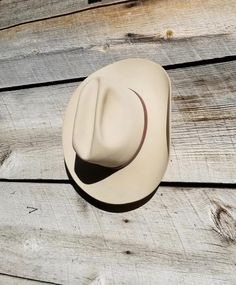 Vintage 5X Bailey Cream Felt Cowboy Hat w/Leather Hat Band - Made in Texas USA - sz 7 3/8 by delilahsdeluxe on Etsy Vintage Western Wear, Western Hats, Men's Vintage, Western Outfits, Leather Hats, Brown Leather, Mens Cowboy Hats, Mad Men Fashion, Bull Riders
