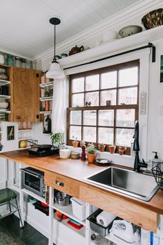 Small Room Design, Tiny House Design, Apartment Therapy, Style Loft, Casas Containers, Tiny House Living, Home Kitchens, Small Spaces, Kitchen Decor