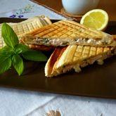 Sendvič s pečeným drůbežím masem a bazalkovou majonézou Waffles, Breakfast, Morning Coffee, Waffle