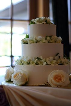 Real wedding ideas and inspiration. Tons of photos tagged by wedding color, style, theme flowers, and more. Wedding Cake Bakery, Wedding Cupcakes, Brides Cake, Here Comes The Bride, Bay Area, Wedding Colors, Real Weddings, San Francisco, Desserts