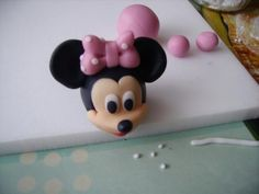 Tartas, Galletas Decoradas y Cupcakes: Miska Mouska Mickey Mouse! Bolo Minnie, Minnie Cake, Mickey Cakes, Minnie Mouse 1st Birthday, Minnie Mouse Party, Mouse Parties, Mickey Mouse, Cake Topper Tutorial, Fondant Tutorial