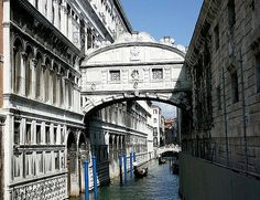 Discover now one of the most renowned and famous bridges of Venice. Venice Bridge, Famous Bridges, Dan Brown, Europe, Italy, Recherche Google, Pictures, Venice Italy, Photos