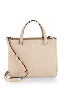 Ce sac a main est à la mode. Il est très joli mais il est très cher. Je vais porter ce sac a main quand shopping. Vous pouvez porter une robe avec ce sac a main.