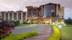 """Africa Facts Zone on Twitter: """"Mbale Resort Hotel in Mbale City, Uganda.… """" Holiday Resort, Hotels And Resorts, Uganda, Africa, Facts, Mansions, Twitter, House Styles, City"""