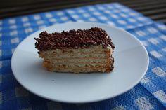 Eenvoudig recept om koekjestaart te maken. Tip: individuele taartjes maken, chocomelk ipv koffie om in te dippen, strooisel om taartjes te versieren