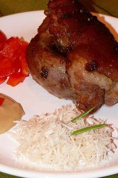 2. den.... Koleno se uvaří v tom nálevu téměř do měkka. Dá se na hodně vymaštěný plech a za stálého podlévání vodou se peče asi 10 min. před... Steak, Grains, Rice, Chicken, Food, Essen, Steaks, Meals, Seeds
