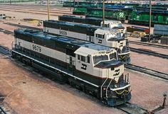 It has been said that collecting classic toy trains in the world's greatest hobby. Many of today's collectors received their first toy train Train Info, Electric Train Sets, Bnsf Railway, Railroad Pictures, Burlington Northern, Railroad Photography, Railway Museum, Train Pictures, Diesel Locomotive