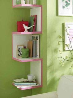 Mit kleinen Dingen lassen sich Möbel gut verändern. Maskingtape zum Beispiel verschönert Kanten in knalligen Tönen.