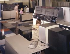 Tech #12: Jurassic Office: The Age of Giant Computers | Retrospace